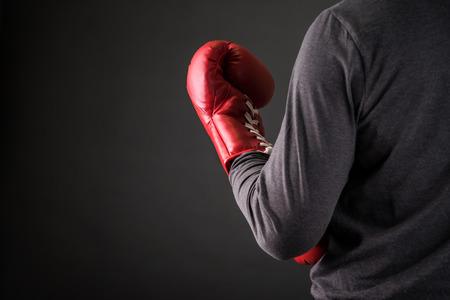 guantes: hombre con guantes de boxeo .photo para la revista, o el trabajo de dise�o Foto de archivo