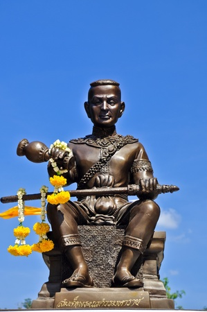 bot: Som det phranaresuan statue at wat bot donphrom ,nonthaburi,thailand