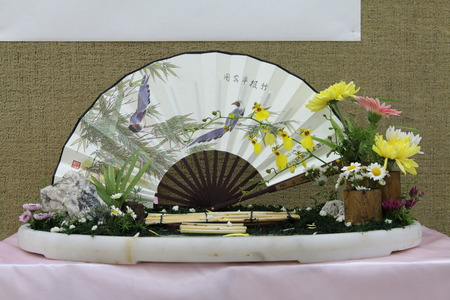 paper fan: chrysanthemum with chinese paper fan