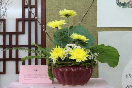 vase: chrysanthemum vase