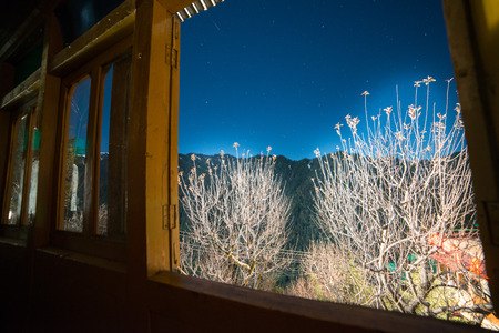 starry Sky view form the window of wooden hounse in himlayas Imagens