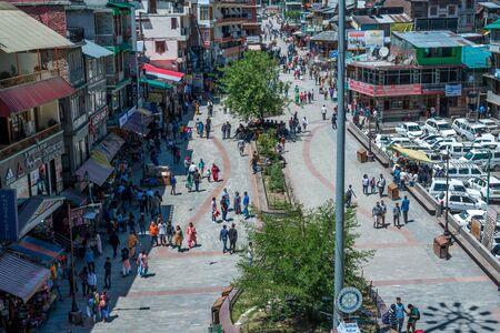 Kullu, Himachal Pradesh, India - May 29, 2019 : People roaming on the mall road in himalayas - Editöryel