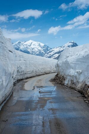 Empty Road at Snow Covered Rohtang pass in June - Stock fotó