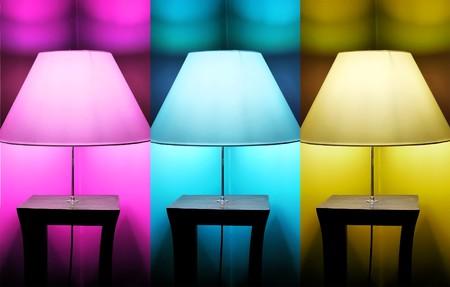 Foto van 3 lampen: roze, blauw en geel  Stockfoto