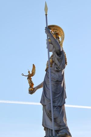 diosa griega: Pallas Athena delante del parlamento austríaco en Viena