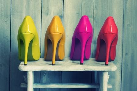 분홍색, 노란색 및 빨간색 신발의 레트로 사진 스톡 콘텐츠