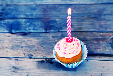 birthday cupcakes: Birthday greeting card with cupcake and candle