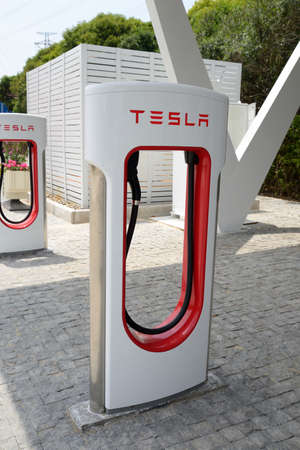 aftersales: Tesla electric car charging
