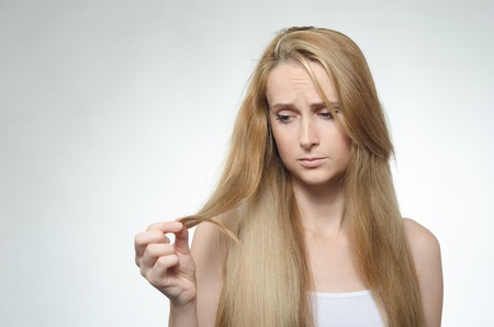 20 29: Girl looks at the tips of the cross-section of hair
