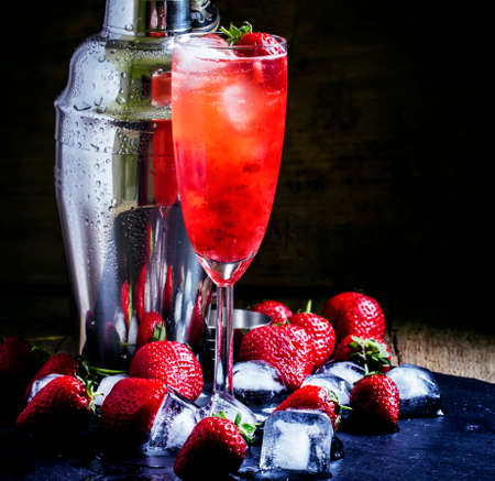 Alcoholic cocktail with white wine and strawberries, selective focus Imagens