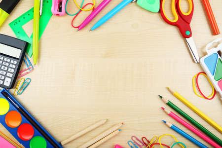 fournitures scolaires: Fournitures scolaires, fond avec copie espace Banque d'images