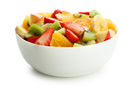 Vers fruit salade op wit wordt geïsoleerd Stockfoto