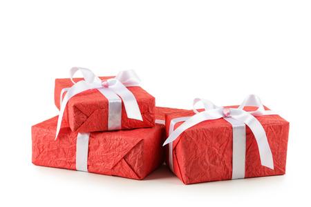 mo�o blanco: Caja de regalo con lazo blanco aislado en blanco Foto de archivo