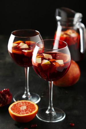 alimentos y bebidas: Copa de Sandria sobre fondo negro Foto de archivo