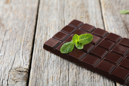 dark chocolate: Fresh mint with chocolate bar on grey wooden background