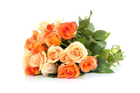 rosas naranjas: Ramo de rosas naranjas aislados en blanco Foto de archivo