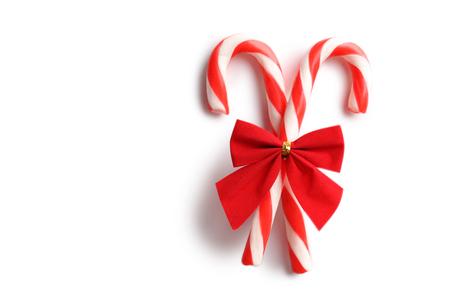 moños de navidad: dulces de Navidad puede aislado en un blanco