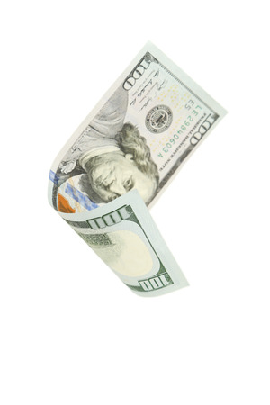 dinero volando: Billete de d�lar cientos de caer en el fondo blanco