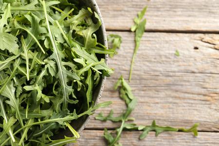 rukola: Fresh arugula leafs on a grey wooden table