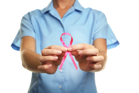 Arts die roze lint, geneeskundeconcept houdt Stockfoto