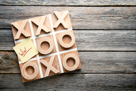 Wooden tic tac toe game on grey table Banque d'images