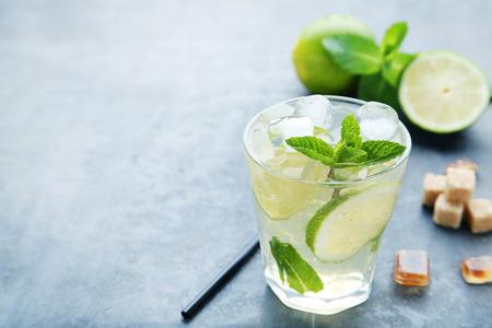 Mojito cocktail in glass with sugar on wooden table Foto de archivo