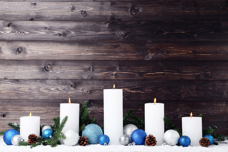 White christmas candles with baubles and cones on wooden background 版權商用圖片