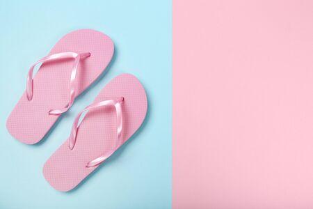 Pair of flip flops on colorful background 版權商用圖片