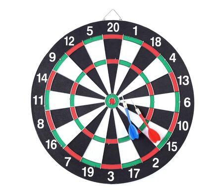 Dartboard with darts isolated on white background Banco de Imagens - 128885008