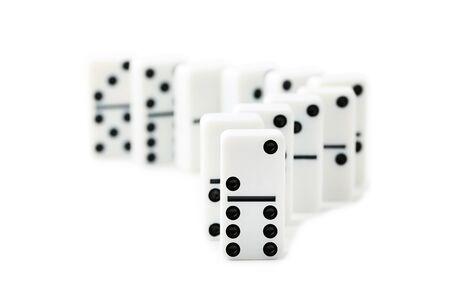 Dominos isolés sur fond blanc