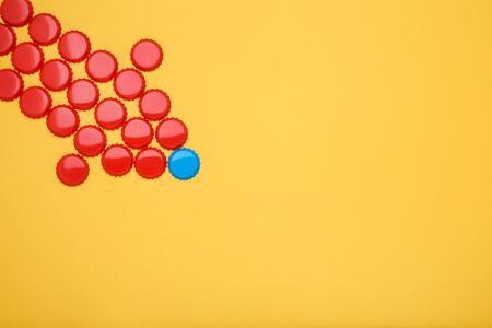 Bottle caps leader on yellow background 版權商用圖片