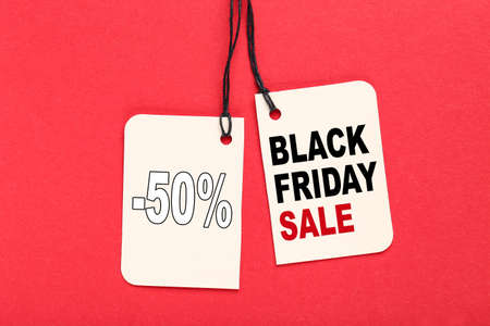 Sale tag with text Black Friday Sale on red background 版權商用圖片 - 157482818