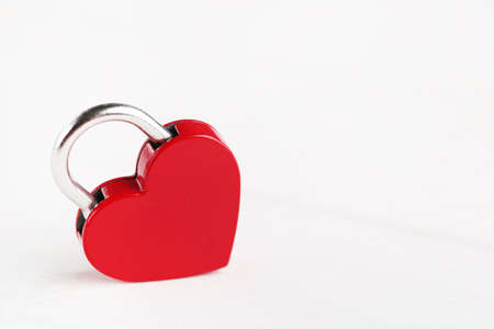 Heart shaped padlock on white wooden table 版權商用圖片