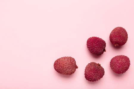 Tasty lychee on pink background Standard-Bild