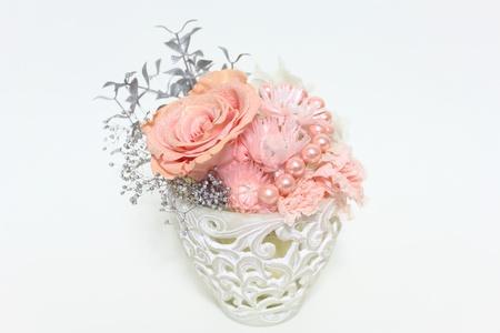 flower arrangement of a pink diamonds rose Standard-Bild