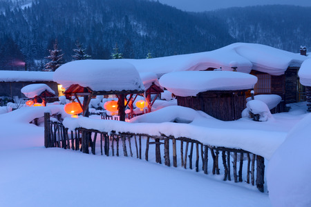 China Snow Village - Mudanjiang bimodal forest scenery Snow Village Imagens - 34842467