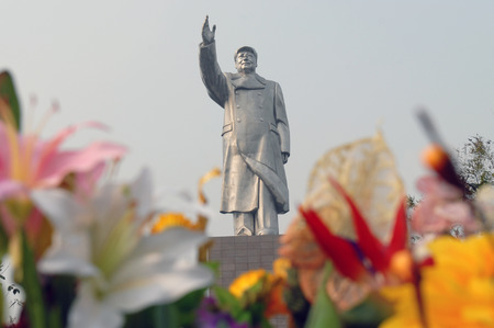 Chongqings largest stainless steel statue of Chairman Mao