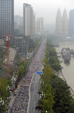 Chongqing Nanbin Road, thousand of beauty Challenge Marathon. Editorial