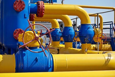 Gas industry, gas transport system. Communications, stop valves and appliances for gas pumping station. Stockfoto