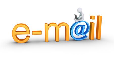 correo electronico: Persona que usa un ordenador portátil está sentado en la parte superior de una palabra de correo electrónico