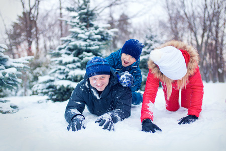 6 7 year old: happy young family spending time outdoor in winter (focus on the father) Stock Photo