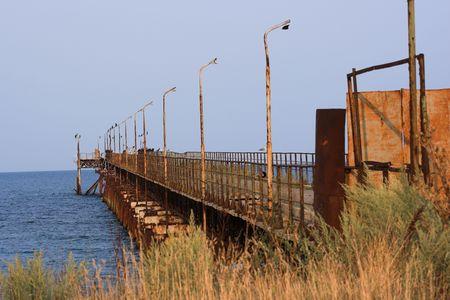 disused: Rusty Old Pier en desuso