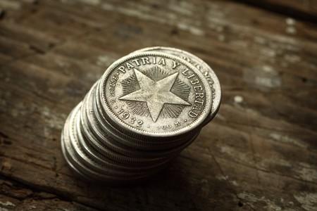 oude munten: Stapel nep oude munten