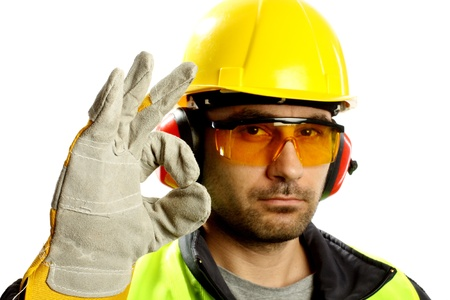 Operaio con protezioni con thumbs up