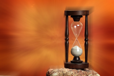 Hourglass close up over dramatic red background Imagens - 8875792