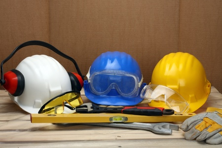 protective helmets: Caschi di qualche lavoratore close up. Concetto di sicurezza