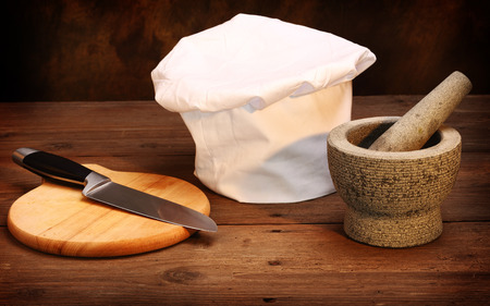 mortar hat: chefs hat, mortar and cooking knife