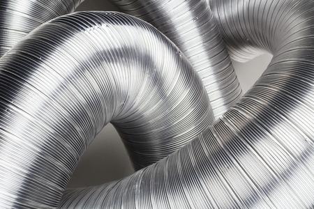 Sommige aluminium luchtbuizen op wit Stockfoto