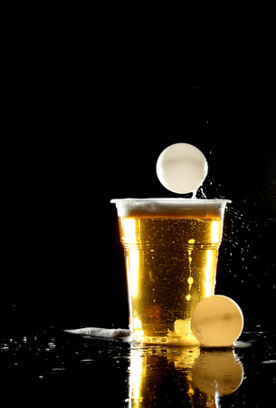 beer and ping pong balls over black Imagens - 81577591