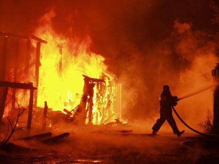 house on fire: Bombero